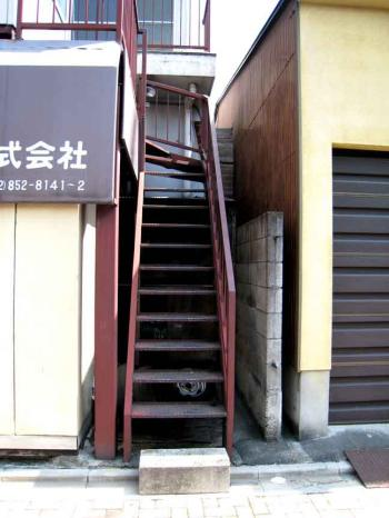 茶色の階段