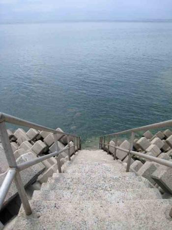 常滑の海 階段下側