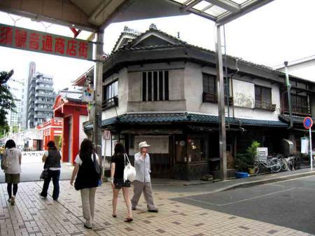 大須観音前の古風な建物