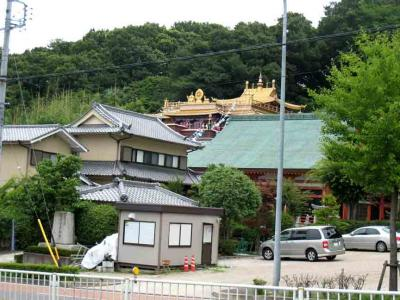 謎の金色屋根