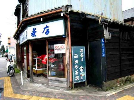 古井ノ坂の細長い建物の反対側