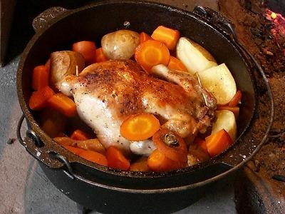ダッチオーブンで丸鶏クッキング