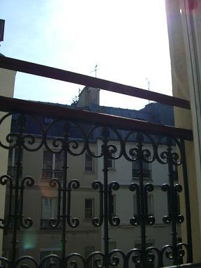 窓から空を