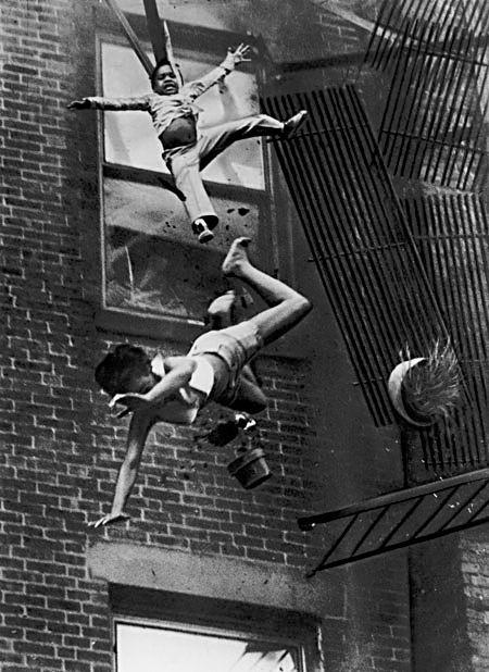 1976年 『転落する女性と子供』 (USA)