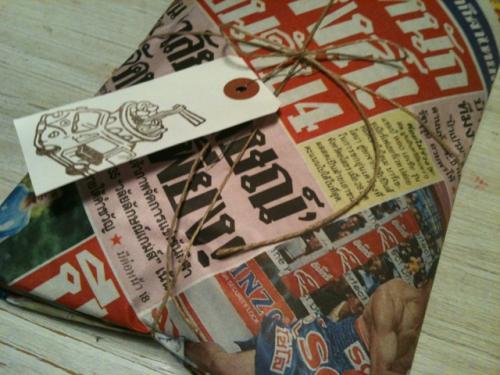 タイ新聞でラッピング