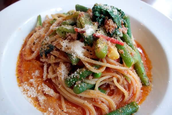 ミンチ肉と緑野菜のトマトソーススパゲティー2