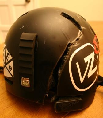 割れたヘルメット1