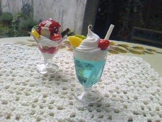 パフェとクリームソーダ
