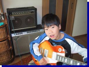 息子のギター姿