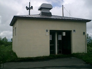 望岳台、外トイレ