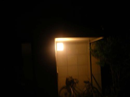 IMGP1350明かりの点った玄関1