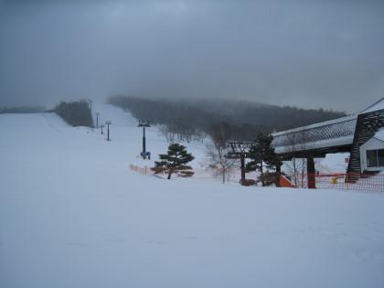 雪降るスキー場