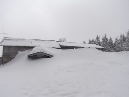 埋まる蓼科山荘