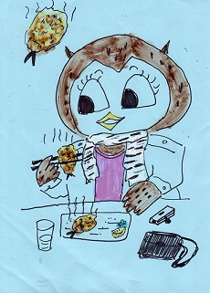 アジフライを食べるフクロウ