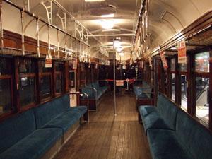 クモハ40形式電車の車内