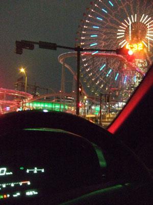 MM21の夜景の中をソアラは行く