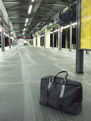 人気のない新宿駅5番、6番線ホーム