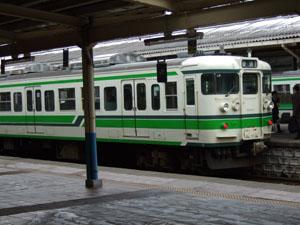 村上駅に入線してきたローカル列車
