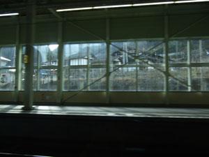 上毛高原駅を通過