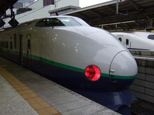 東京駅に到着し、折り返し新潟行きの「とき」としての出発を待つ200系。