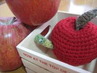 りんごとイモムシ