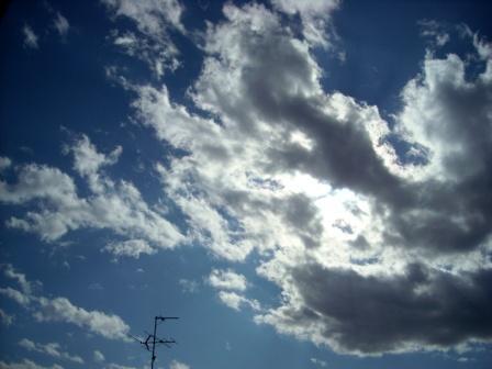 アンテナと雲