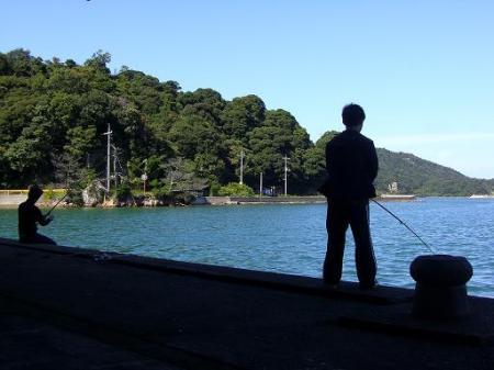 少年釣り中