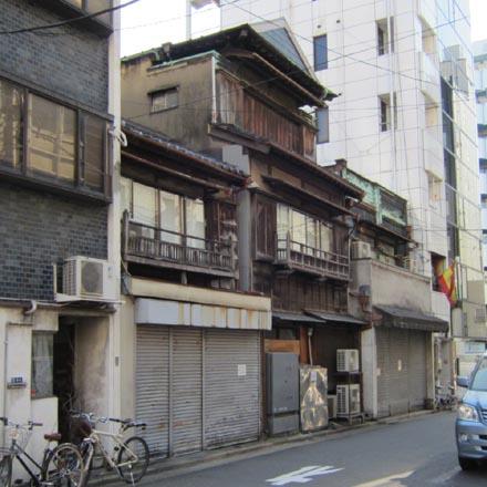 人形町2のレトロな建物①