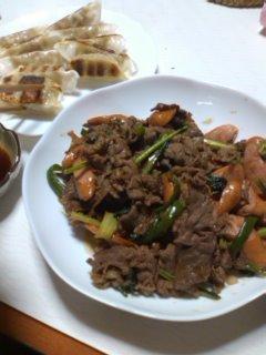 牛肉野菜炒めと餃子