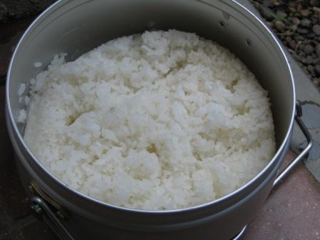 2008.08.03-お庭バーベキュー・飯盒のご飯