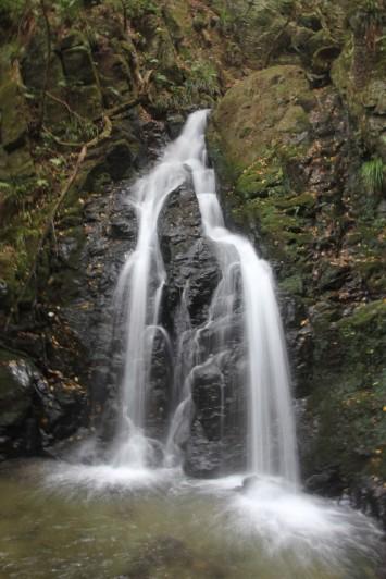 不動尊と滝