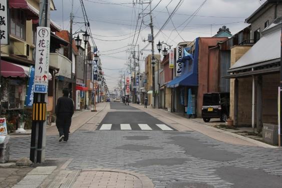 疎らな人出の鯨ヶ丘商店街