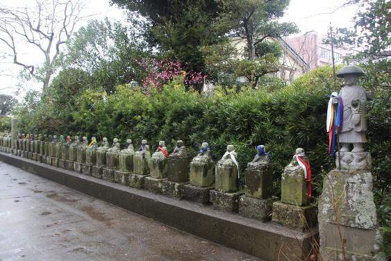 不動堂周辺の石像