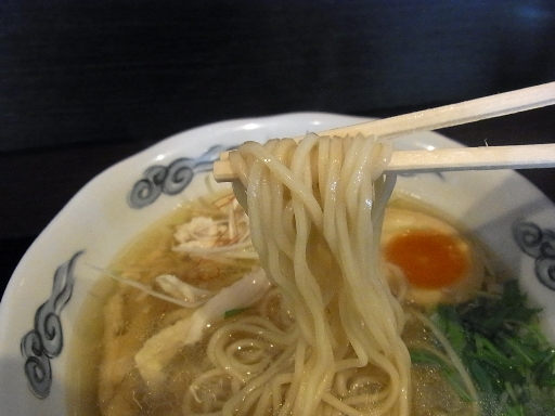 自家製のストレート中麺