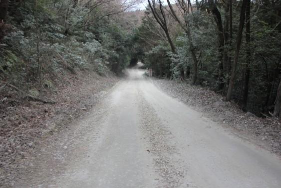 採石場への道