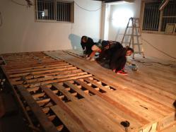 床貼り作業1