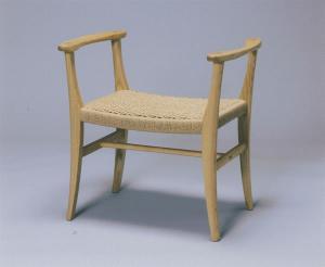 暮らしの中の木の椅子展