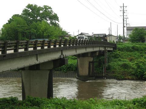 歌詰橋と宇曽川