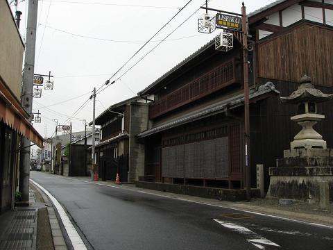 愛知川宿・八幡神社前