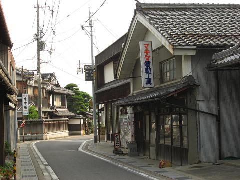 愛知川宿・竹平楼付近