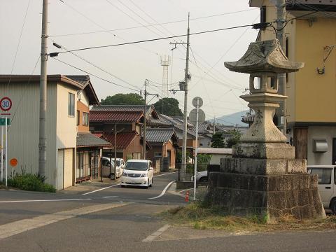 愛知川の睨み灯籠
