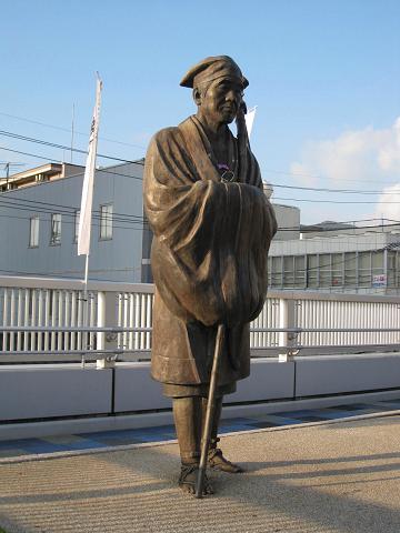 JR石山駅・松尾芭蕉像