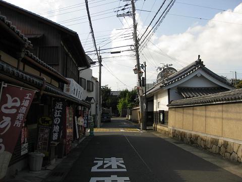 旧東海道・響忍寺前