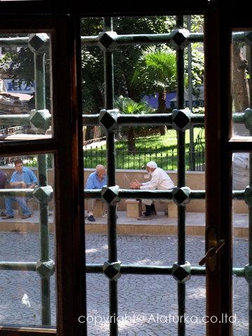 ブルサ ウルジャーミイ中庭