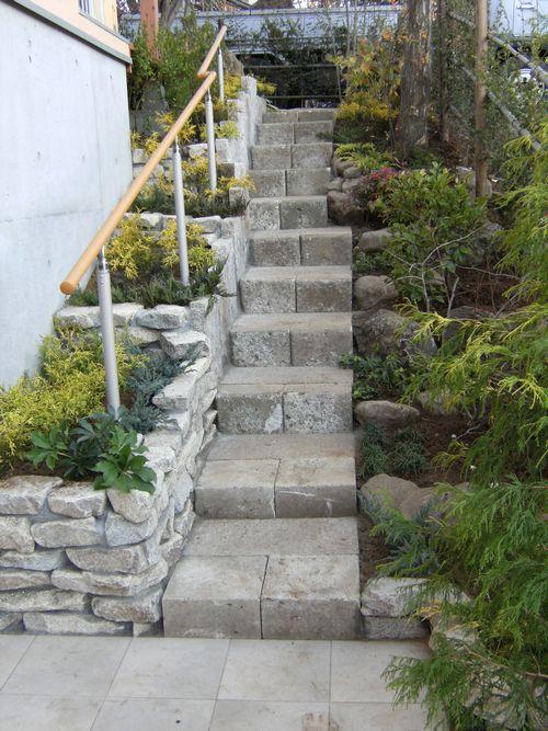 玄関前から階段.1