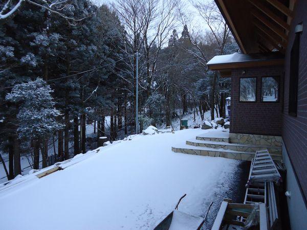 雪の玄関側