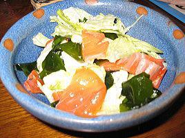 スモークサーモンとわかめのサラダ