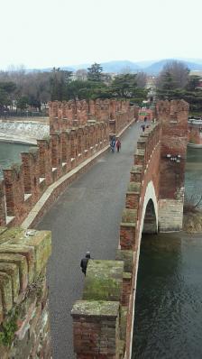 カステルヴェッキオから見たスカリジェロ橋