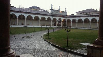 サン・ベルナルディーノ教会中庭