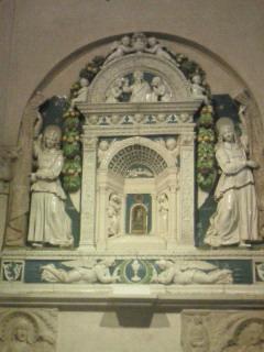 サンティ・アポストリ教会のロッビア作品
